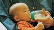 Jak prawidłowo karmić butelką?