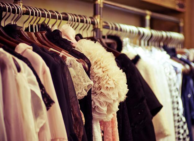 Jak prawidlowo przechowywać ubrania? /123RF/PICSEL