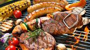 Jak prawidłowo przekładać mięso na grillu?