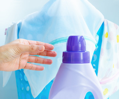 Jak prawidłowo używać płynów do zmiękczania tkanin?