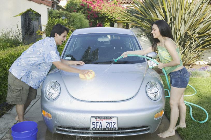 Jak profesjonalnie umyć samochód? /© Photogenica