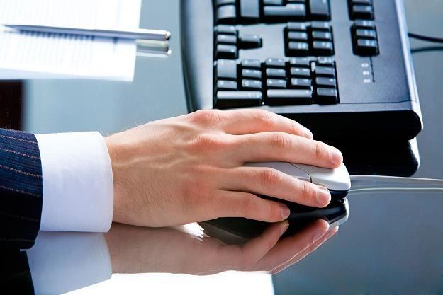 Jak przedsiębiorca ma bezpiecznie wysłać JPK? /©123RF/PICSEL
