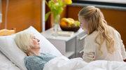 Jak przenieść chorego z łóżka nie obciążając kręgosłupa