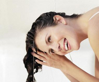 Jak przygotować ocet z pokrzywy na wypadające włosy?