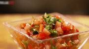 Jak przygotować salsę z pieczonej papryki i pomidorów