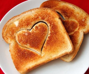 Jak przygotować walentynkowe tosty śniadaniowe?