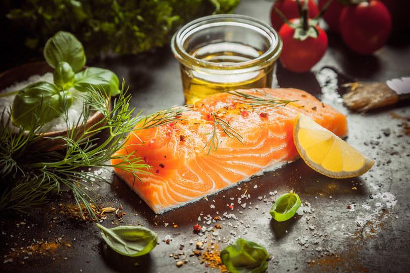 Jak przyprawić rybę, by podkreślić jej smak? /©123RF/PICSEL