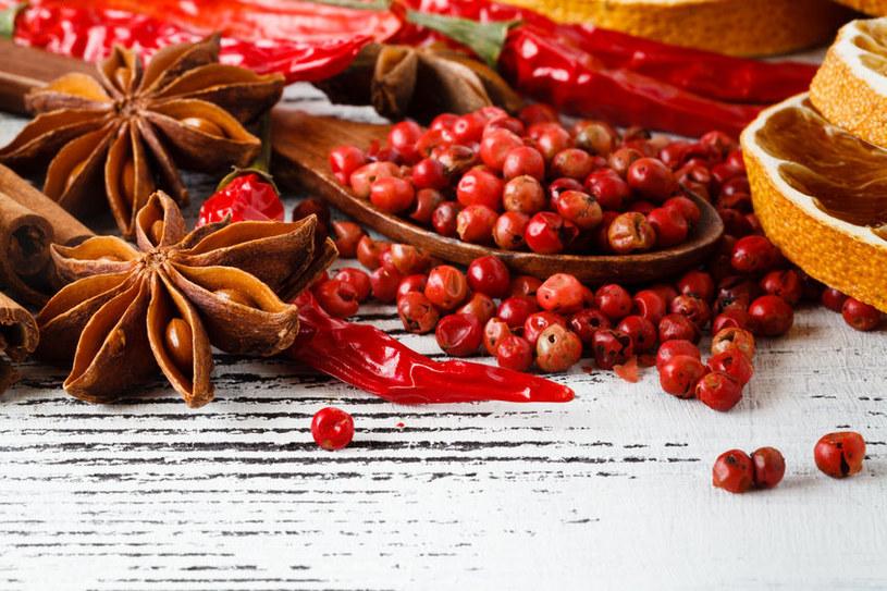 Jak przyrządzić lekko pikantne potrawy? /©123RF/PICSEL