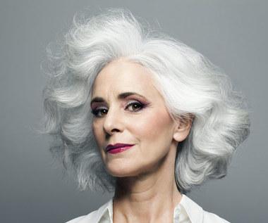 Jak przywrócić siwym włosom ich naturalny kolor?