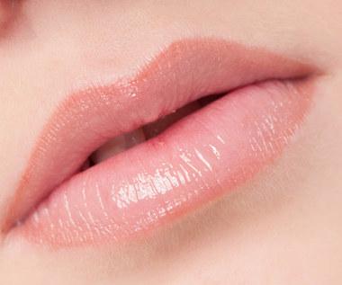 Jak przywrócić ustom naturalny różowy kolor?