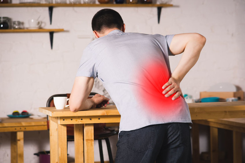 Jak rozpoznać ból nerek? /©123RF/PICSEL