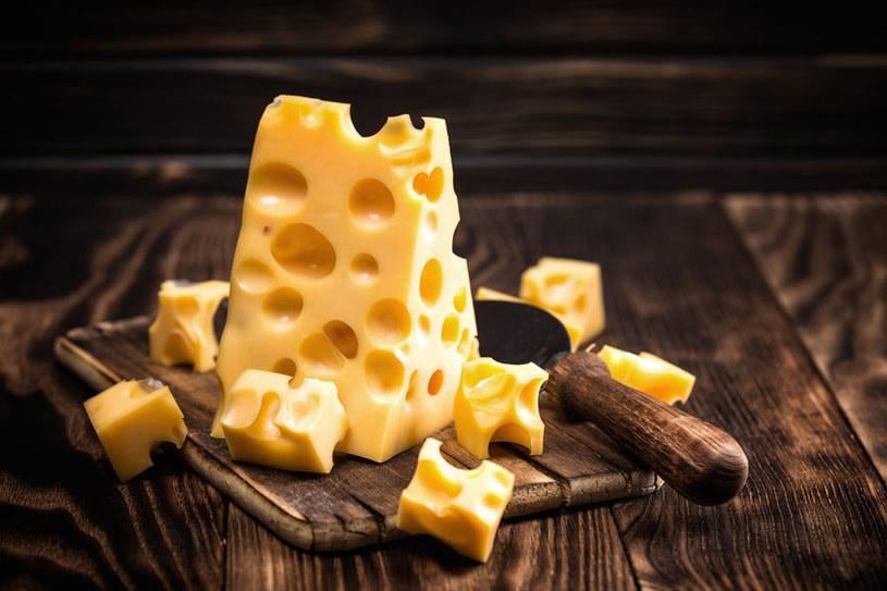 Jak rozpoznać prawdziwy ser? /©123RF/PICSEL