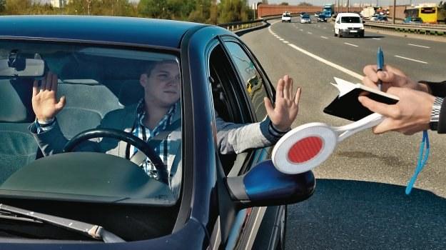 Jak się bronić przed błędami policjanta /Motor