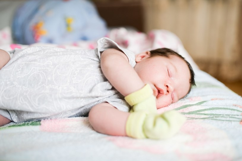 Jak się objawia anemia u dziecka? /123RF/PICSEL
