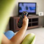 Jak siedzieć przed telewizorem, by nie uszkodzić kręgosłupa?
