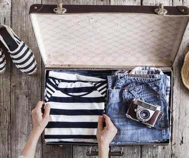 Jak składać ubrania, żeby się nie pogniotły?