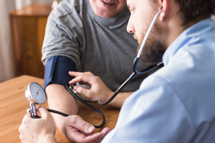 Jak skutecznie obniżyć ciśnienie krwi? /©123RF/PICSEL