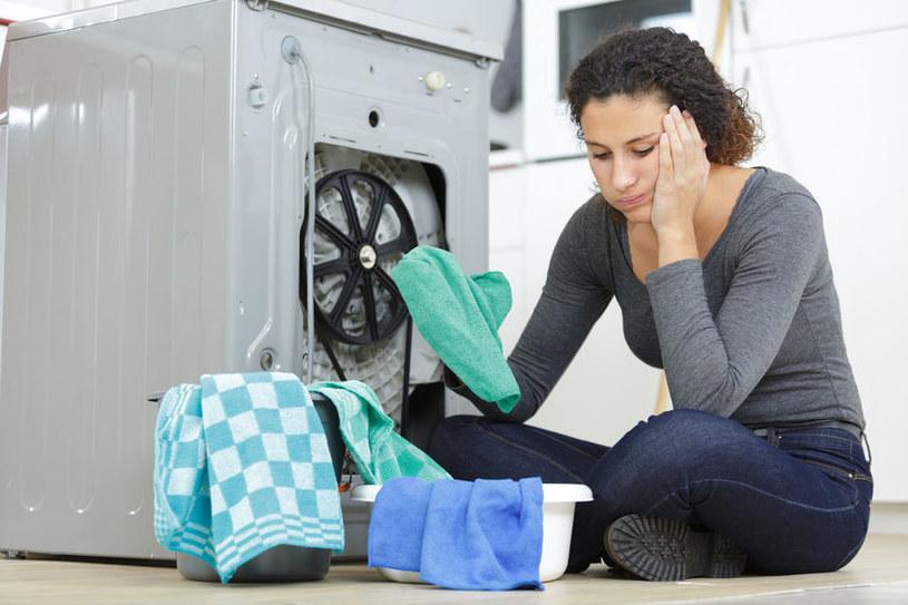 Jak skutecznie wyczyścić pralkę? /©123RF/PICSEL