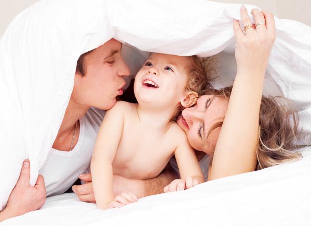 Jak sobie poradzić z dzieckiem, które nie chce w nocy spać? /123RF/PICSEL