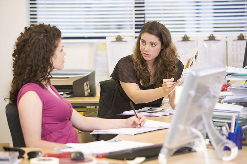 Jak sobie radzić z niechęcią do koleżanki, aby nie miała wpływu na sprawy zawodowe? /123RF/PICSEL