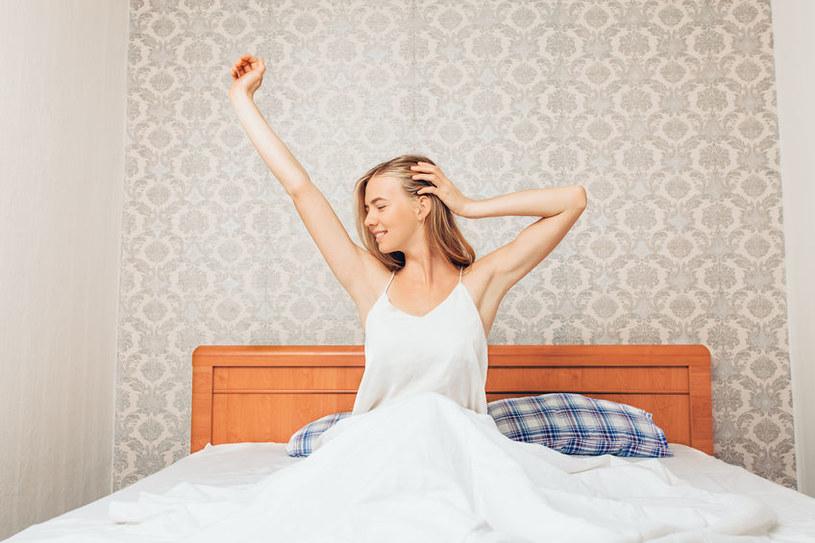 Jak spać, by obudzić się wypoczętym? /©123RF/PICSEL