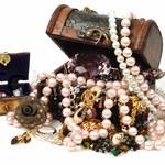 Jak spakować biżuterię na czas podróży?