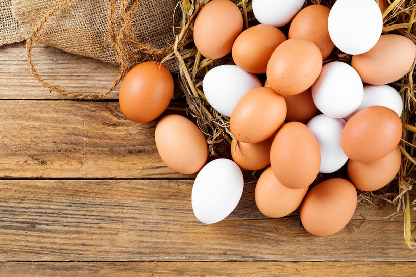 Jak sprawdzić świeżość jajek? /©123RF/PICSEL