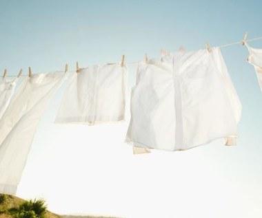 Jak stosować nadmanganian potasu w wybielaniu ubrań?