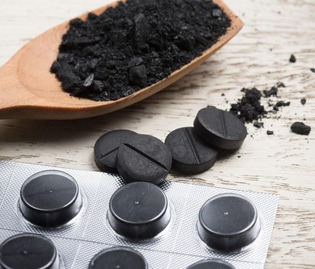 Jak stosować węgiel aktywny? /©123RF/PICSEL