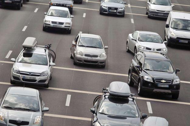 Jak szybko będziemy jeździć w miastach? /AFP