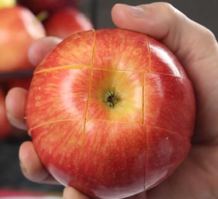 Jak szybko pokroić jabłka /© Photogenica