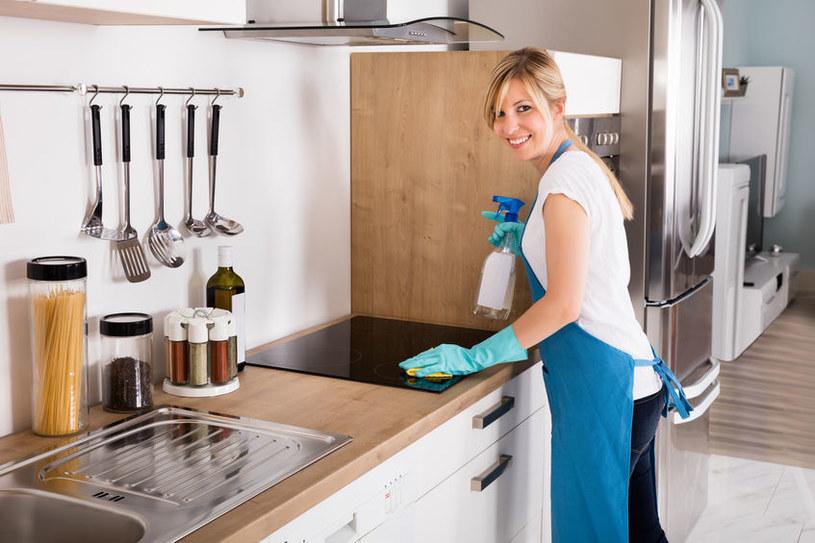 Jak szybko posprzątać kuchnię? /©123RF/PICSEL