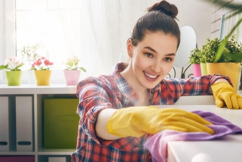 Jak szybko posprzątać mieszkanie? /123RF/PICSEL