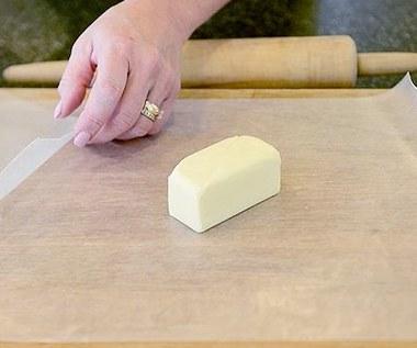 Jak szybko rozpuścić masło do ciasta?
