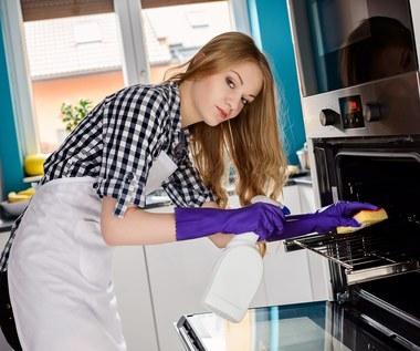Jak szybko wyczyścić kratkę z piekarnika?