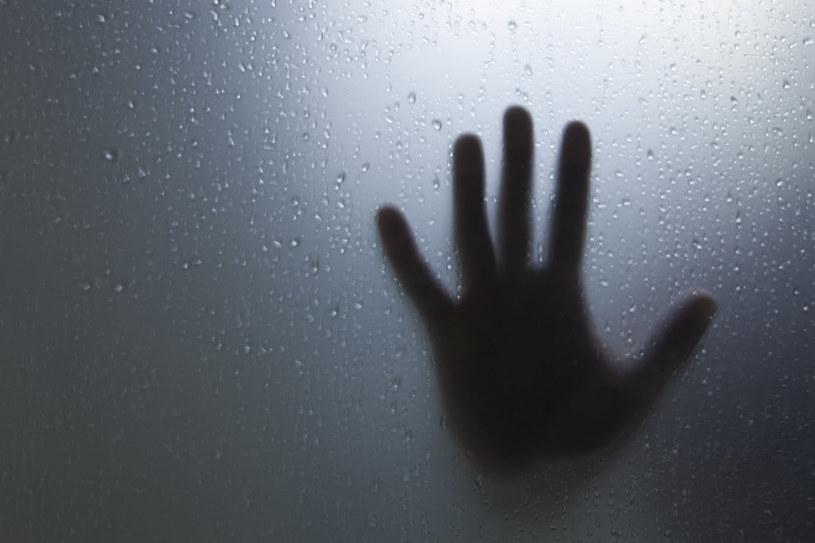 Jak to się dzieje, że niektórzy słyszą głosy zmarłych? /123RF/PICSEL