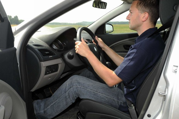 Jak trzymać kierownicę? /