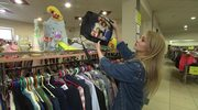 Jak ubrać się modnie w sklepach second hand?
