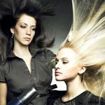 Jak ułożyć niesforne włosy