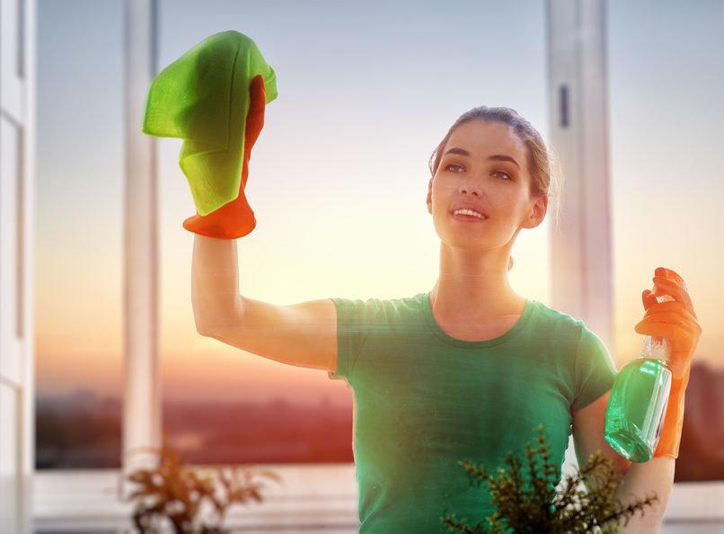 Jak umyć okna? /©123RF/PICSEL