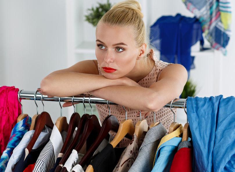 Jak uporządkować szafę? /©123RF/PICSEL