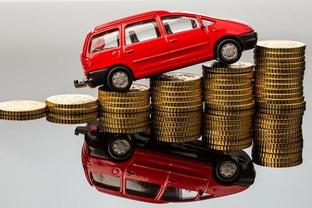 Jak ustalić koszty z tytułu najmu samochodu osobowego? /©123RF/PICSEL