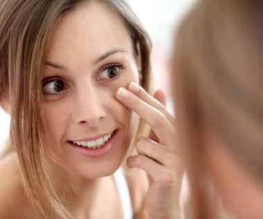 Jak usunąć cienie pod oczami? Domowe sposoby