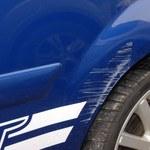 Jak usunąć drobne zadrapania i rysy na lakierze samochodu pastą do zębów?