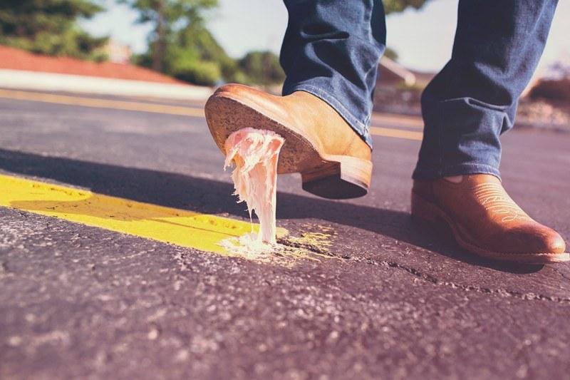Jak usunąć gumę do żucia /© Photogenica