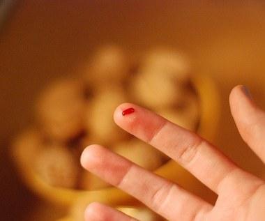 Jak usunąć plamę z krwi na dywanie?