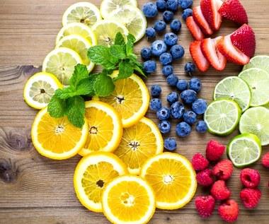 Jak usunąć plamy po owocach? Sprawdzone sposoby