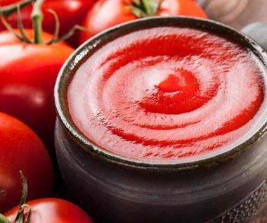 Jak usunąć plamy z ketchupu?