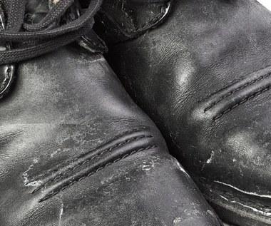 Jak usunąć plamy z soli z butów?