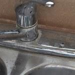 Jak usunąć plamy z twardej wody?